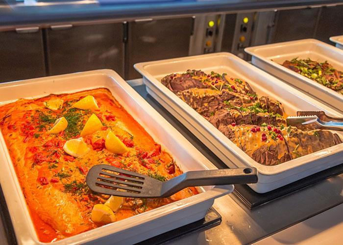 Питание на пароме: рыба и мясо