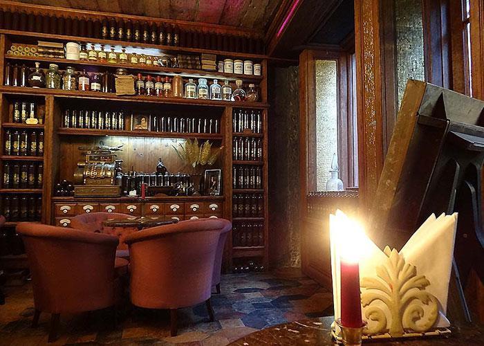 Бывшая аптека Абрахама Кунце теперь бар, где можно попробовать знаменитый рижский бальзма