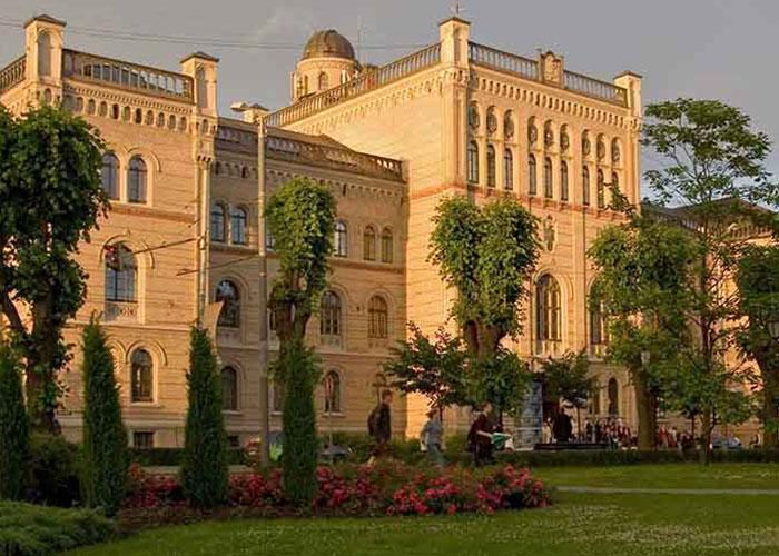 обзорная экскурсия по Риге: набережная, университет, Домсий собор, рижский замок, Бастионная горка