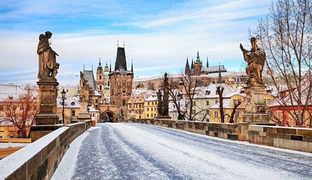 Карлов мост в снегу